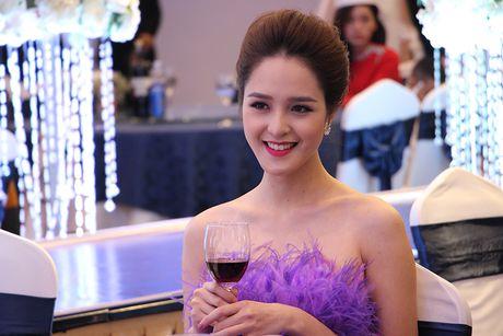 A hau Hoang Anh, ca si Uyen Linh bat mi cach cham soc da sang khoe - Anh 7