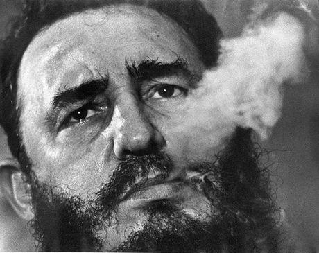 Nhung buc anh 'huyen thoai' trong cuoc doi hoat dong cua Lanh tu Fidel Castro - Anh 1