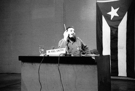 Nhung buc anh 'huyen thoai' trong cuoc doi hoat dong cua Lanh tu Fidel Castro - Anh 3