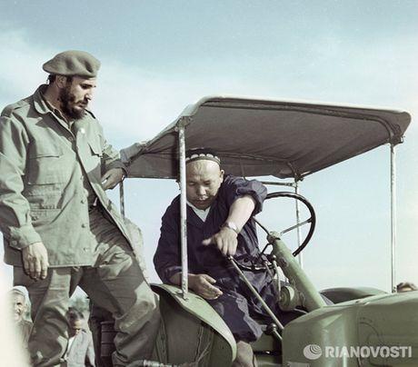 Nhung buc anh 'huyen thoai' trong cuoc doi hoat dong cua Lanh tu Fidel Castro - Anh 4
