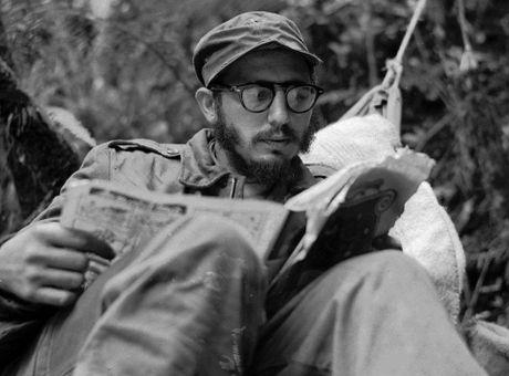 Nhung buc anh 'huyen thoai' trong cuoc doi hoat dong cua Lanh tu Fidel Castro - Anh 5