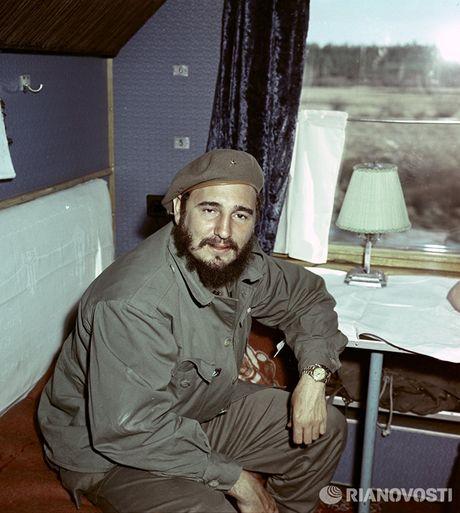 Nhung buc anh 'huyen thoai' trong cuoc doi hoat dong cua Lanh tu Fidel Castro - Anh 7