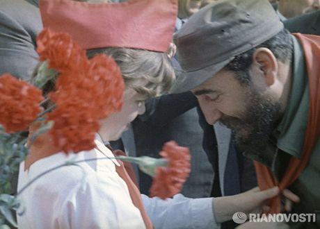 Nhung buc anh 'huyen thoai' trong cuoc doi hoat dong cua Lanh tu Fidel Castro - Anh 9