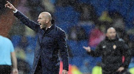 Real: Zidane dong vien James, het loi khen Ronaldo - Anh 1