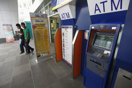 Bi mat tien trong the ATM se duoc boi hoan trong vong 5 ngay - Anh 1