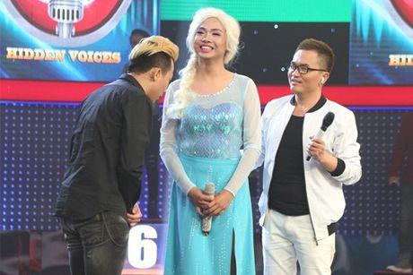 'Giong ai giong ai': Tran Thanh cui dau ta toi truoc giong ca cua 'Elsa' - Anh 1