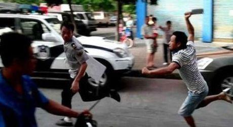 Truy bat trom, truong don cong an bi hanh hung - Anh 1