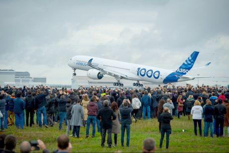 Chuyen bay dau tien cua A350-1000 - Anh 1