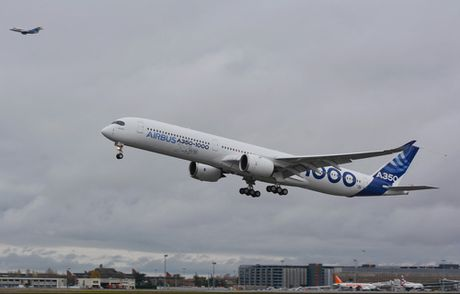 Chuyen bay dau tien cua A350-1000 - Anh 2