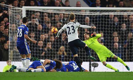 Nguoc dong danh bai Tottenham, Chelsea doi lai ngoi dau tu Liverpool - Anh 2