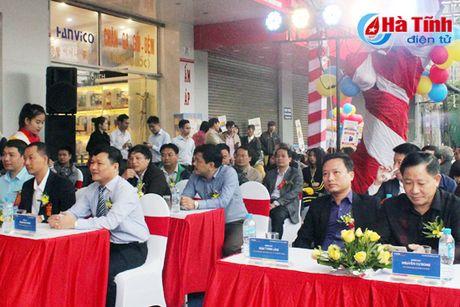 MobiFone Ha Tinh khai truong cua hang ban le tai 16 - Tran Phu - Anh 2