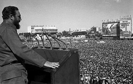 Khoanh khac 'huyen thoai' cuoc doi lanh tu Cuba Fidel Castro qua anh - Anh 1