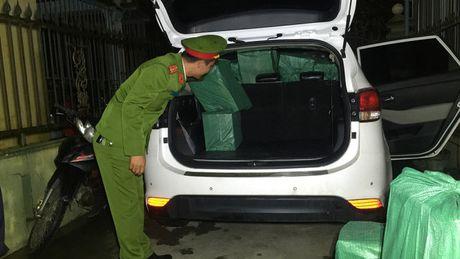 Chan dung vu van chuyen 10.000 goi thuoc la nhap lau - Anh 1