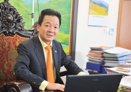 Gia dinh 'bau Hien' dang nam giu 6,041% co phan SHB - Anh 1