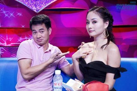 Bieu cam ba dao cua Xuan Bac khi cac my nhan mac sexy - Anh 8