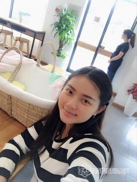 Phan Nhu Thao 'duoc nho' vi chong kheo cham con - Anh 1