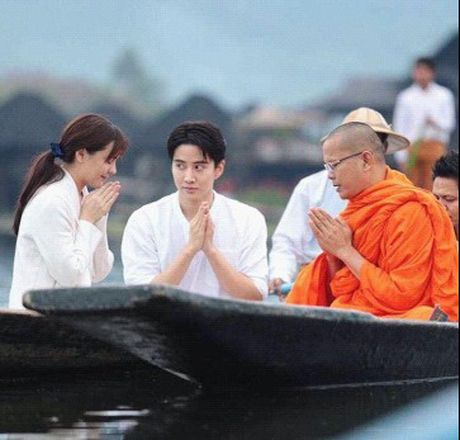 Di Myanmar cung me, Mike van khong quen cham soc Aom ky the nay - Anh 4