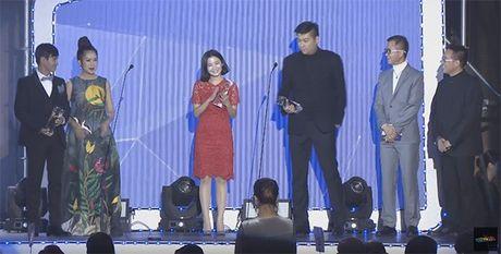 Ba xa Ly Hai boi roi noi tieng Anh kem luu loat khi len nhan giai WebTVAsia Awards - Anh 1