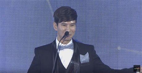 Ba xa Ly Hai boi roi noi tieng Anh kem luu loat khi len nhan giai WebTVAsia Awards - Anh 4