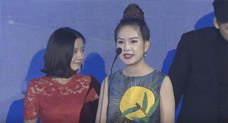 Ba xa Ly Hai boi roi noi tieng Anh kem luu loat khi len nhan giai WebTVAsia Awards - Anh 5