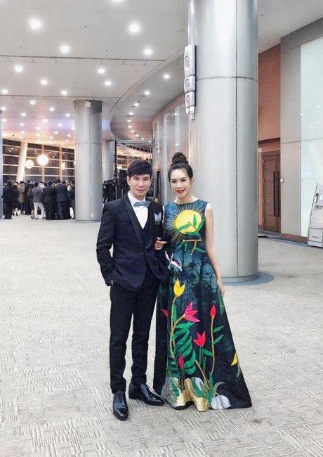 Ba xa Ly Hai boi roi noi tieng Anh kem luu loat khi len nhan giai WebTVAsia Awards - Anh 8