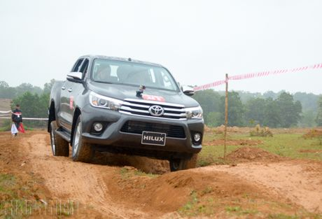 Vuot dia hinh Dong Mo cung Toyota Hilux 2016 - Anh 10