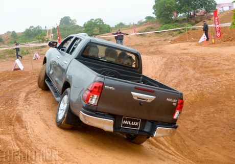 Vuot dia hinh Dong Mo cung Toyota Hilux 2016 - Anh 11