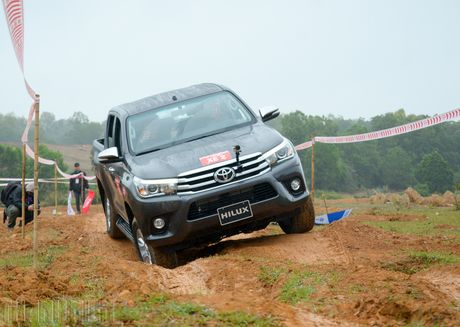 Vuot dia hinh Dong Mo cung Toyota Hilux 2016 - Anh 12