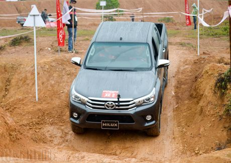 Vuot dia hinh Dong Mo cung Toyota Hilux 2016 - Anh 13