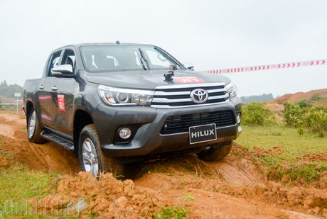 Vuot dia hinh Dong Mo cung Toyota Hilux 2016 - Anh 1
