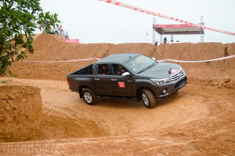 Vuot dia hinh Dong Mo cung Toyota Hilux 2016 - Anh 4