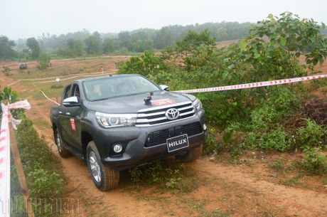 Vuot dia hinh Dong Mo cung Toyota Hilux 2016 - Anh 6
