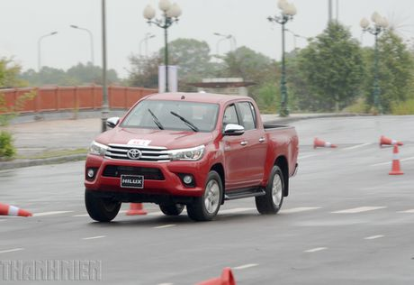 Vuot dia hinh Dong Mo cung Toyota Hilux 2016 - Anh 8
