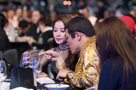 Hien tuong toan cau 'Apple Pen' than thiet ben Chi Pu - Anh 3