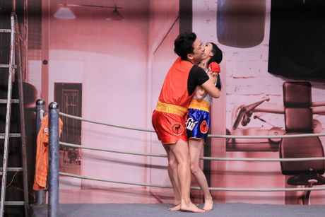 Truong Giang lien tuc om hon tinh cu Tran Thanh o On gioi - Anh 3