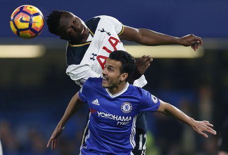 Nguoc dong ha Tottenham, Chelsea tro lai ngoi dau bang - Anh 2