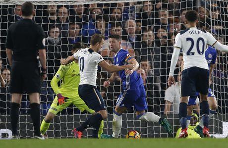 Nguoc dong ha Tottenham, Chelsea tro lai ngoi dau bang - Anh 3
