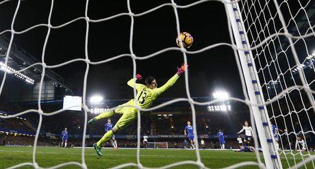 Nguoc dong ha Tottenham, Chelsea tro lai ngoi dau bang - Anh 4
