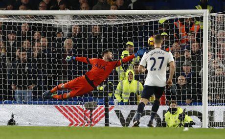 Nguoc dong ha Tottenham, Chelsea tro lai ngoi dau bang - Anh 7