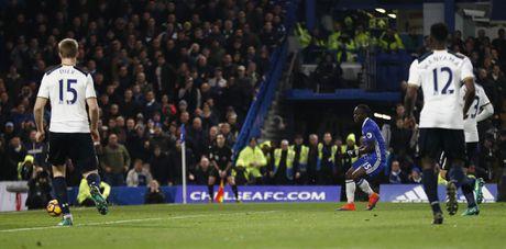 Nguoc dong ha Tottenham, Chelsea tro lai ngoi dau bang - Anh 8