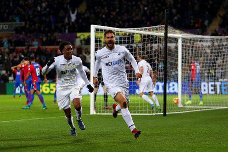 Swansea va Crystal duoi bat kich tinh voi 9 ban thang - Anh 11