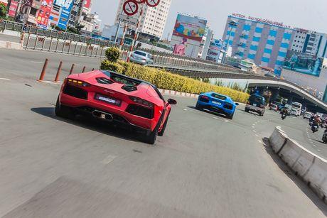 Cap doi Aventador doc nhat Viet Nam so ke toc do - Anh 7