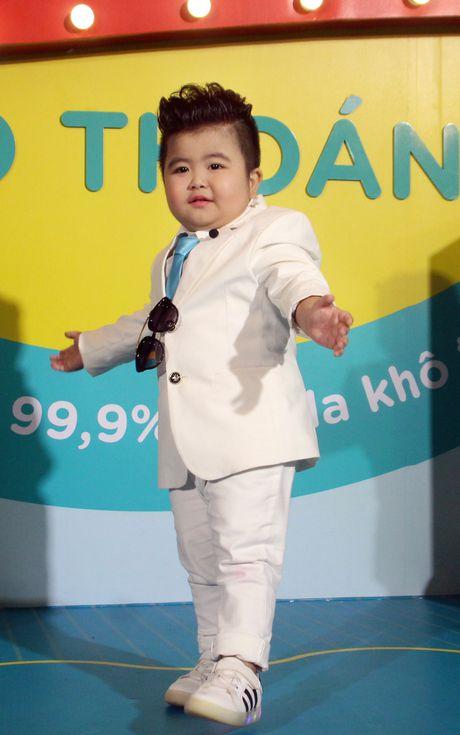 'Than dong' Tin Tin dien vest banh bao di su kien - Anh 1