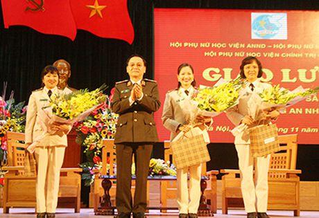 Nu trung ta duoc vinh danh phu nu tieu bieu Bo Cong an - Anh 1