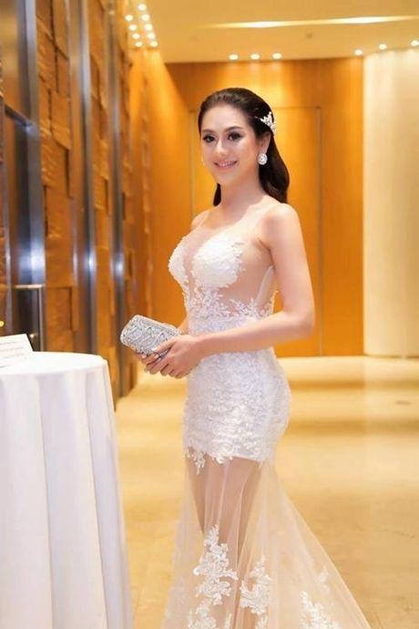 Lam Khanh Chi dien vay xuyen thau chang kem canh Huyen My, Ha Ho - Anh 3