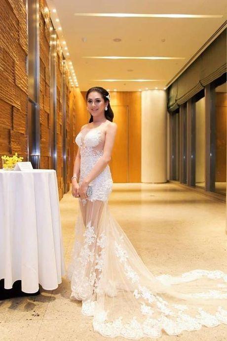 Lam Khanh Chi dien vay xuyen thau chang kem canh Huyen My, Ha Ho - Anh 4
