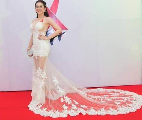 Lam Khanh Chi dien vay xuyen thau chang kem canh Huyen My, Ha Ho - Anh 8