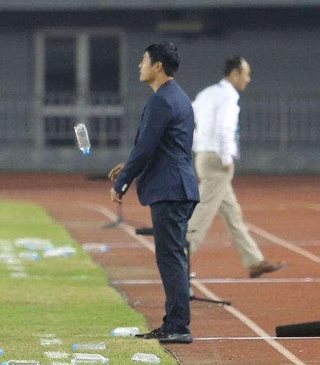 Khi HLV Huu Thang buc xuc voi...Cong Vinh - Anh 4