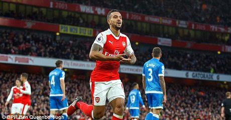 Arsenal 2-1 Bournemouth: Walcott lap cong (H2) - Anh 1