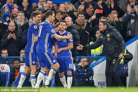 Nguoc dong hoan hao, Chelsea tiep tuc ngu tri ngoi dau - Anh 1